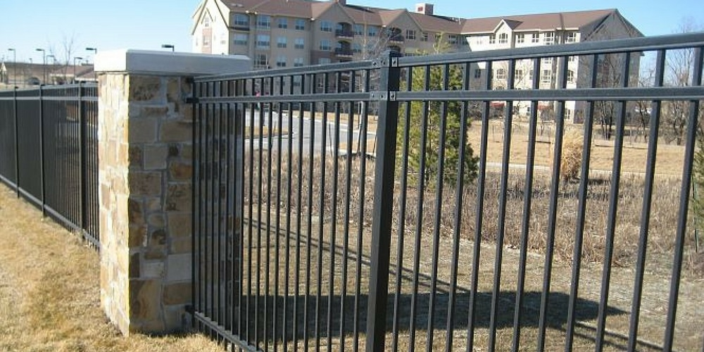 St-Louis-Fence-Company-Maintenance-Free-Outdoor-Solutions