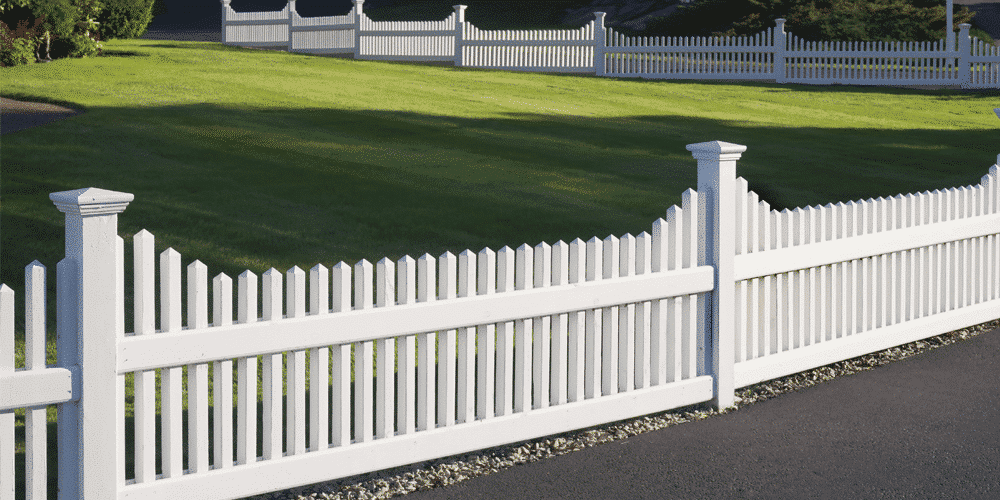 white value fencing made out of vinyl